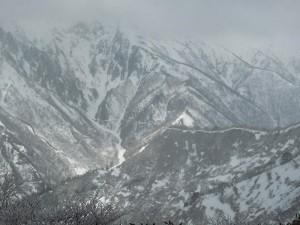 谷川岳東面(昼:天気少し回復)