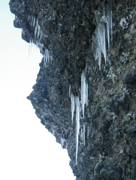 氷柱、氷が貼り付いている雲稜ルート②