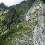 1P終了点から南稜方面を臨む 中央に南稜テラス