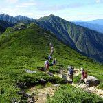 はるか熊沢岳を越えていく