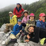 光石にて。岩沢メンバーが多いせいか岩に登ると皆ハイテンション
