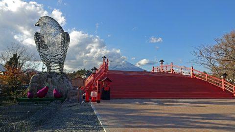 鳩と橋と富士山(昼)