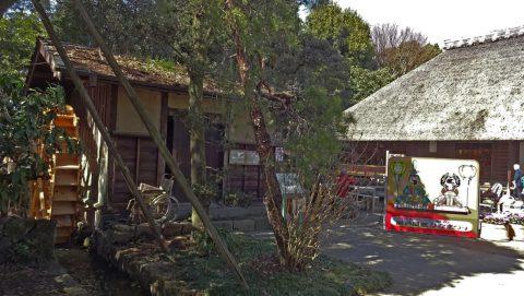 入口横の水車小屋