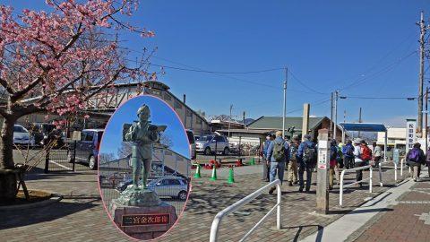 JR松田駅北口前の広場と二宮金次郎像