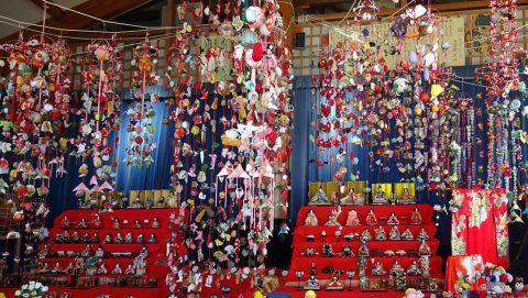 子どもの館の吊るし雛飾り