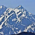 3008_北峰と南方の間の東尾根の第1岩峰と第2岩峰が重なって見える