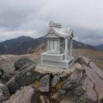 茶臼岳山頂の祠