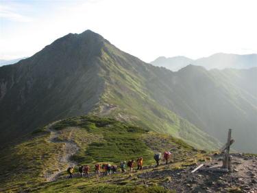 白峰三山の早朝-間ノ岳を目指す・・随所で撮影