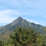 ご来光の滝展望所から見た石鎚山