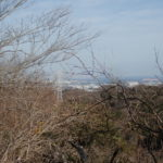 南尾根にも樹木倒壊で見晴らしが良くなっているところがあります。