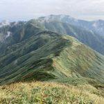 大日岳から飯豊山方面を望む。